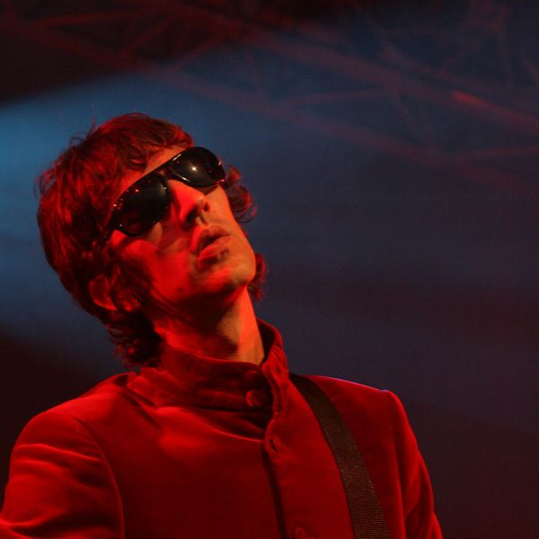 Photograph of Richard Ashcroft performing onstage